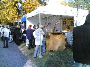 Glasschmuckstand der Galerie Glaswerk auf dem Kunsthandwerkermarkt Wachenheim