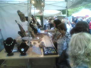 Marktstand der Galerie Glaswerk am Kunstmarkt Schloss Herten